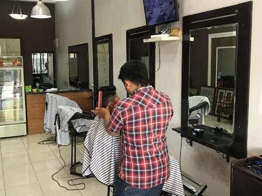 Dharmawan Family Barbershop Haircut Treatment