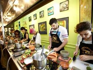 คลาสเรียนทำอาหารไทยที่ Blue Elephant Restaurant กรุงเทพฯ, THB 2,943