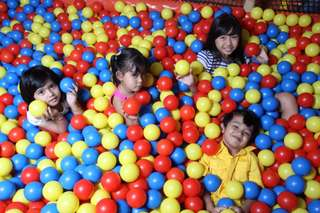 บัตรเติมเงินมูลค่า 200,000 และ 300,000 รูเปียห์ สำหรับสวนสนุกอเมโซน สาขาห้างดิสคัฟเวอรี บาหลี, THB 85.20