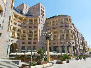 Tur Virtual Jalan-jalan di Pusat Kota Yerevan Bersama TourHQ, Rp 358.000