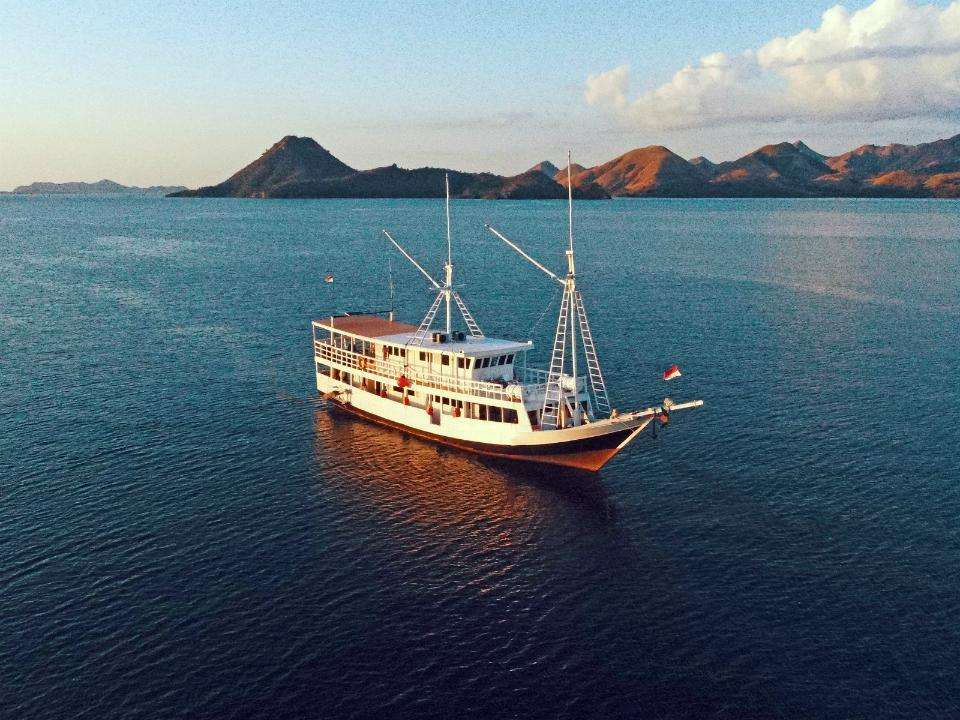 Shared Room Trip Komodo By Rafida Liveaboard 3d2n Tour Exclusive Deal