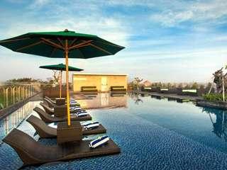แพ็กเกจสนุกกับสระว่ายน้ำบนดาดฟ้า โรงแรม H Sovereign, THB 157.57