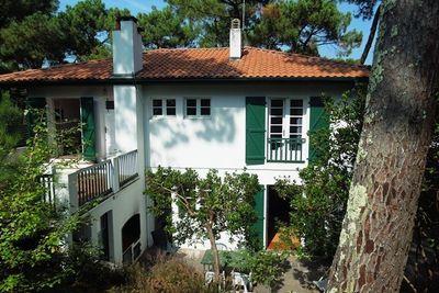 Hossegor - Villa années 50 sur terrain pentu et clos, située à 300m de l'océan e