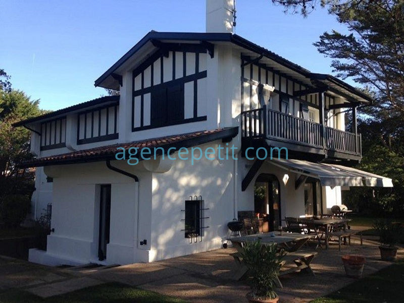 Holiday rental villa in Hossegor for 14 from Agence Petit