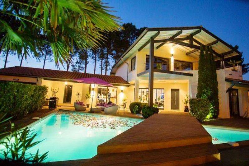 Villa Contemporaine avec piscine à Saubion