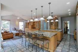 Center Islands/Breakfast Bar