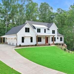 Stunning Modern Farmhouse in Superb Location