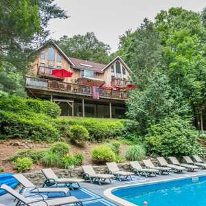 Direct Waterfront with Pool!