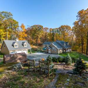 Charming Cape on Tollgate Brook