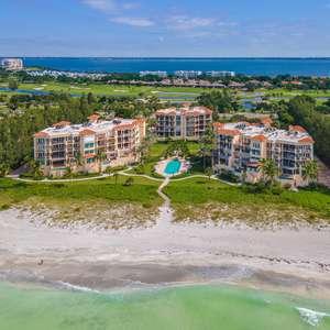 Beautiful Beachfront Luxury Condo with Stunning Views