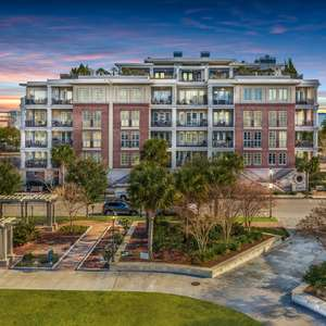 2 Bedroom Luxury Flat in Downtown Charleston