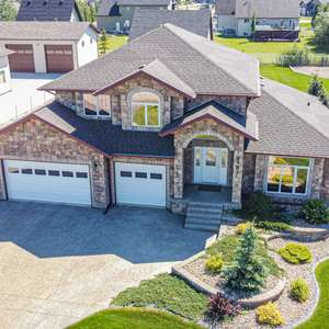Gorgeous executive home that shows pride of ownership ...