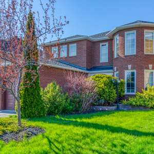 Beautifully Updated Home in Rolling Acres, Whitby