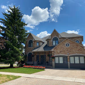 INCREDIBLE FAMILY HOME IN DESIRABLE WEST AJAX
