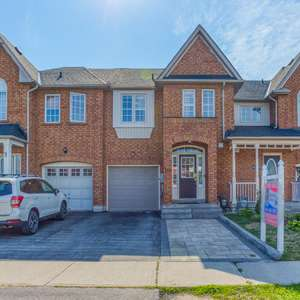 Cozy Townhome in Family-Friendly Whitby Neighbourhood