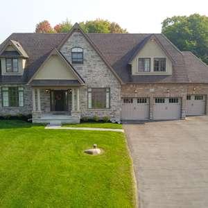 Stunning Home on 3/4 acre Ravine Lot!