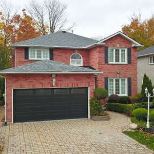 Home On The Ravine with Walk-Out Basement!!