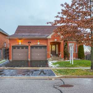 Executive Detached Home In Quiet Family Friendly Community