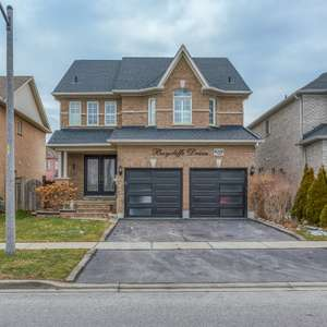 Beautiful Home in Well Sought Out Williamsburg Neighbourhood