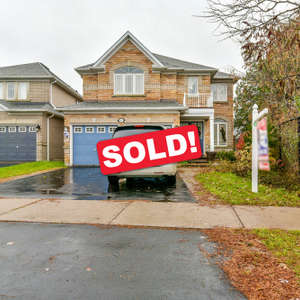 Beautiful Detached Ballymore Built Home on A Ravine Lot!