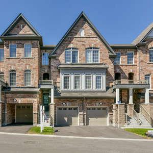 Stunning Town Home in High Demand Neighbourhood