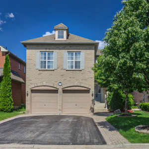 Executive Detached Home In Family Friendly Neighborhood