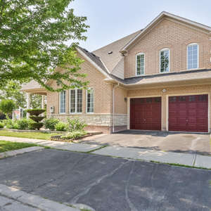 Stunning Executive Home In Ajax's Sought After Nottingham Community