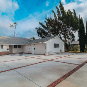 Best Lease Value in Valley Glen. Stunning Newly Remodeled 3bed/3bath Larger