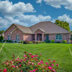 Luxurious Walk-Out Ranch in Crestwood Forest