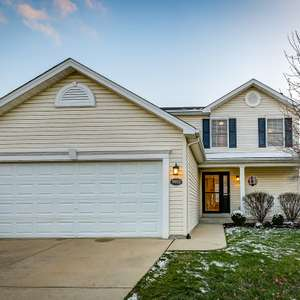 Adorable 2-Story Home with a Fenced Yard in Mascoutah!
