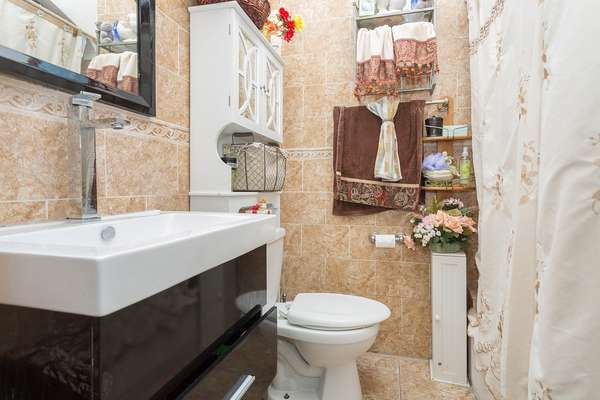 Full bath inside this House for sale In Jamaica Queens NY