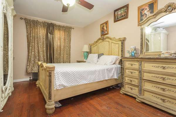 Nice size bedroom House for sale In Jamaica Queens NY
