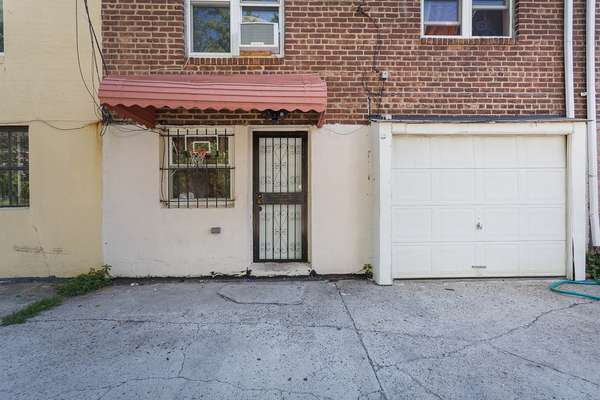 Nice size outside space House for sale In Jamaica Queens NY