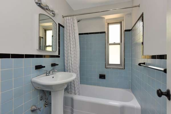 Full bathroom with tub in Coop for sale Brooklyn