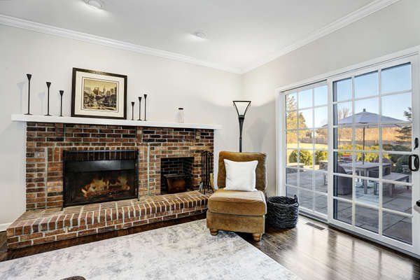 FAMILY ROOM FEATURES FIREPLACE & GLASS DOORS TO PATIO