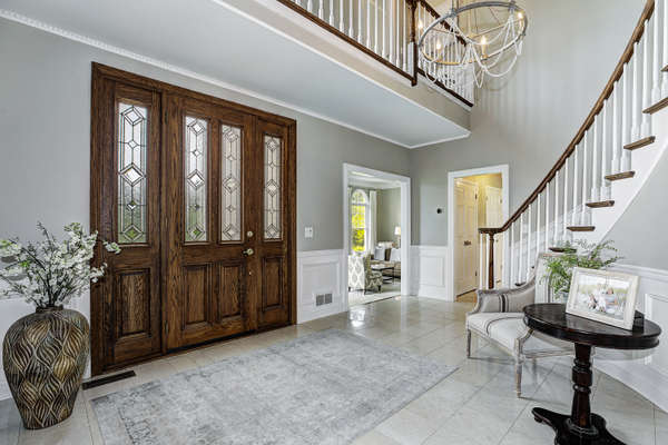 INVITING ENTRY FOYER