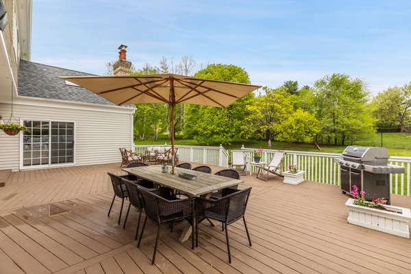 WARM WEATHER ENTERTAINING IS EASY AT THIS HOME