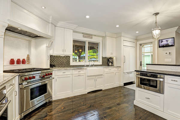 HI-END STAINLESS APPLIANCE AND RADIANT HEATED FLOOR