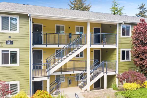 Great for Homeowners and Investments at an Amazing Location of Bellevue