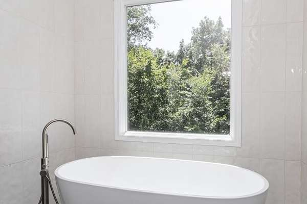 Free-Standing Soaking Tub
