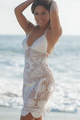 Freesia White Center Sun Scalloped Crochet Beach Cover Up image