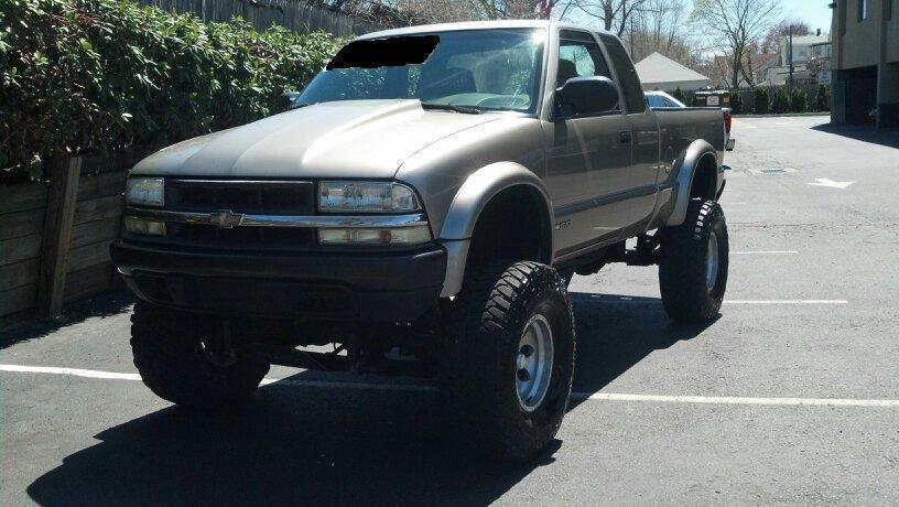 2000 Chevrolet S 10 ZR2 Truck