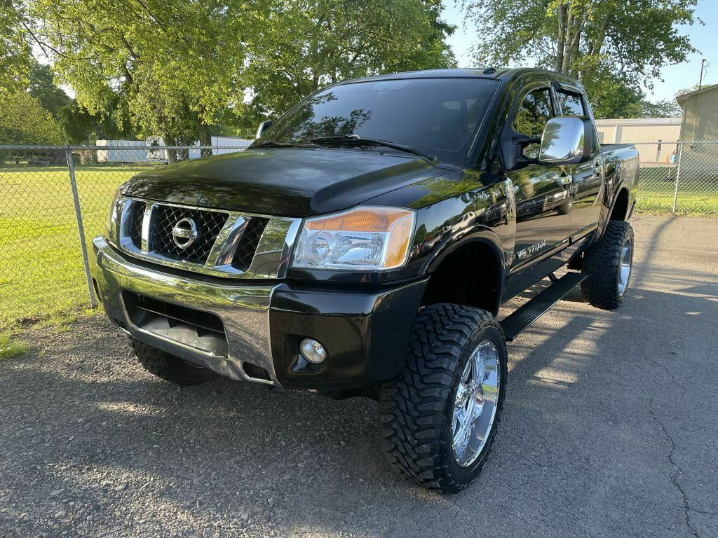 2010 Nissan Titan XE monster [well optioned]