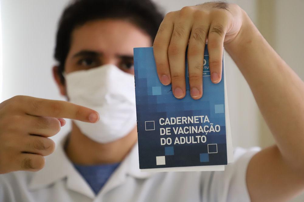 Proposição cria carteira de vacinação contra coronavírus para garantir tratamento gratuito para a covid-19. (Fonte: Shutterstock)