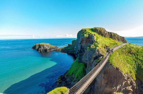 Carrick-a-rede rope bridge on the Giant Causeway Hiking Tour
