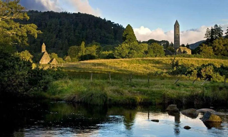 Glendalough round tower - Wicklow Way Hiking Tour