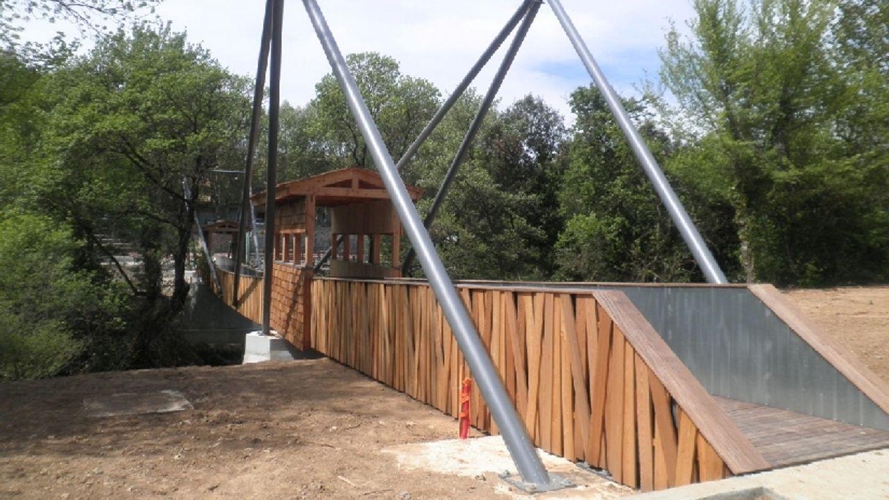 Photo du projet Construction d'une passerelle piétonne, d'une école élémentaire de 8 classes et viabilisation d'un lotissement d'habitation - Carcès