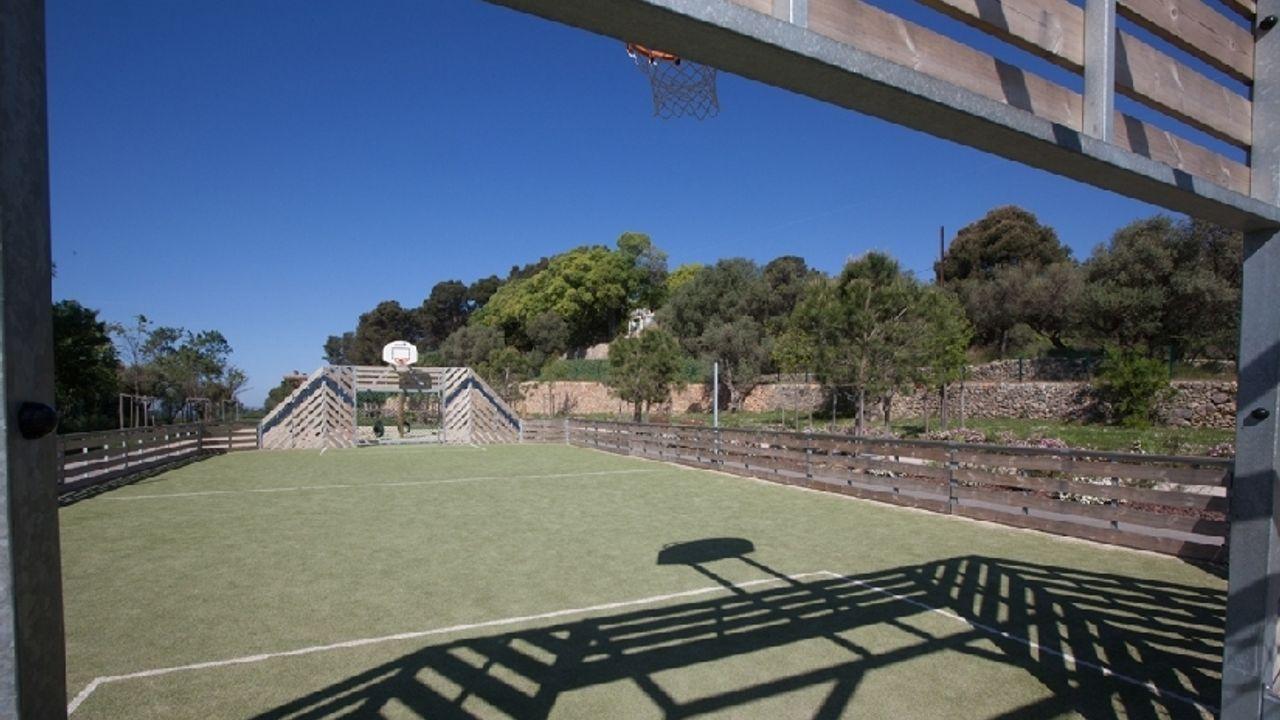 Photo du projet Construction d'un stade, d'un groupe scolaire, d'une salle de spectacles à Ollioules, aménagement d'un terrain pour création de logements sociaux