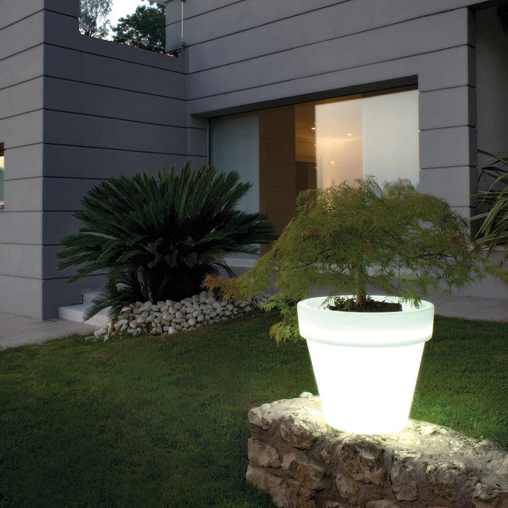 Vaso luminoso da esterno - Pot Bordato liscio 34lt - Serralunga ...