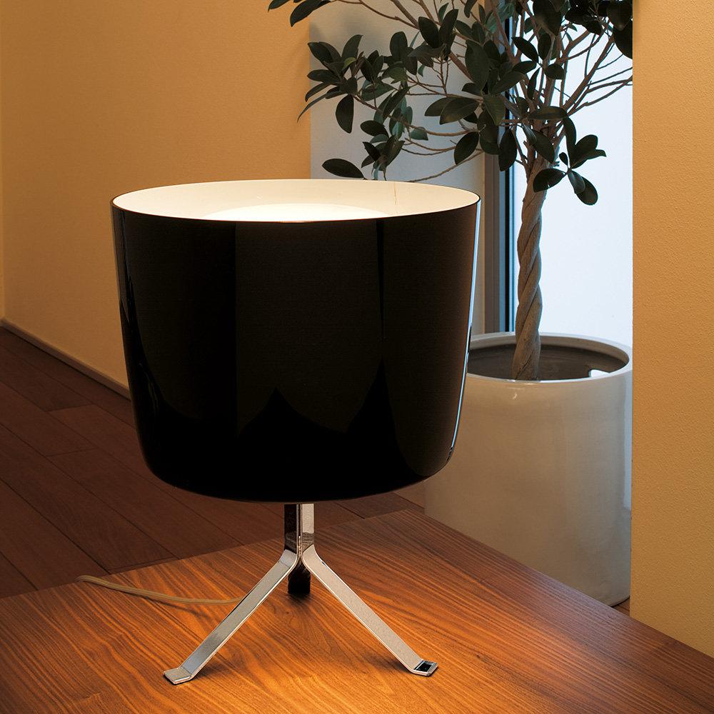 Lampada da tavolo phonix nero bianco calligaris for Tavolo vetro bianco calligaris